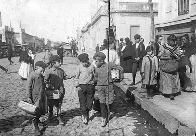 Buenos-Aires.-Ninos-en-la-calle-principios-del-siglo-XX