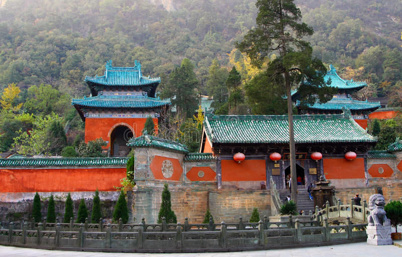 templo-púrpura-en-las-montañas-de-wudang-provincia-de-hubei