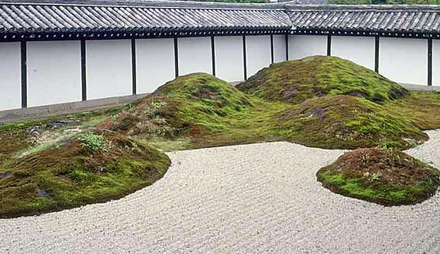 Islas vegetales sobre arena-Tofuku ji Garden