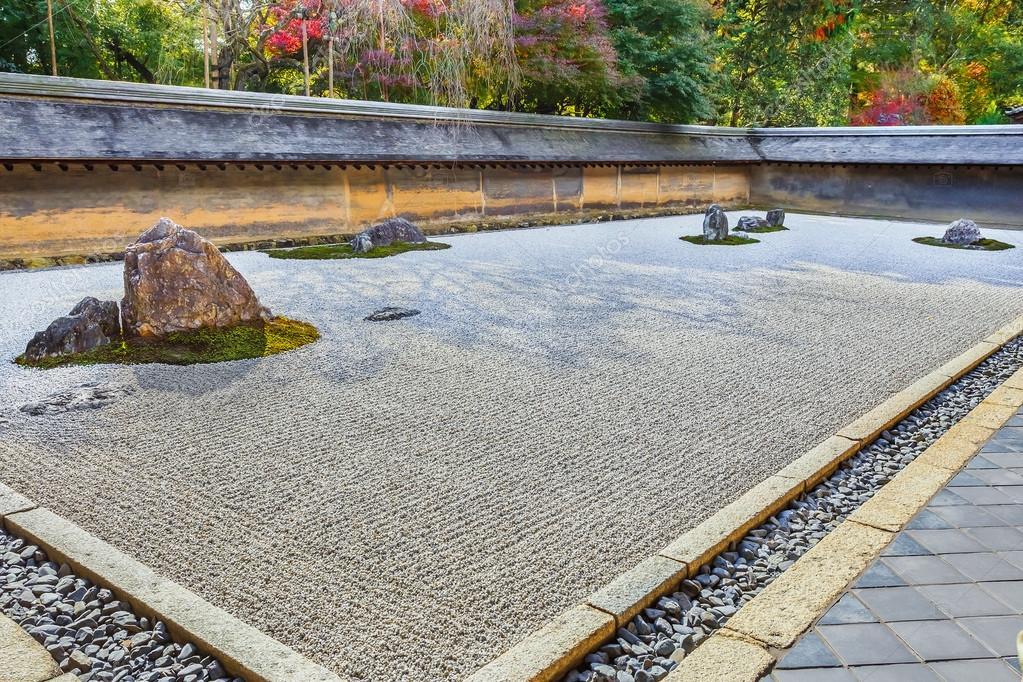 zen-rock-garden-in-ryoanji