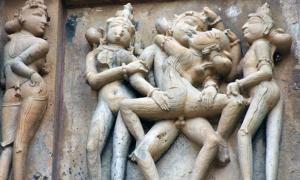 templos-Khajuraho-Unión Shiva y Parvati