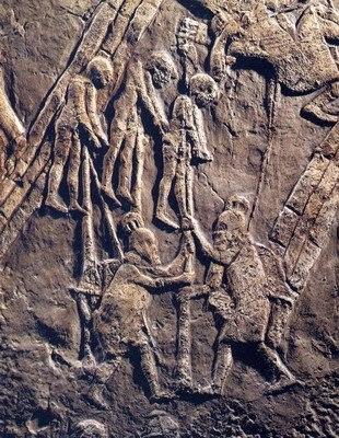 Saqueo de Tebas y empalamiento por Asirios