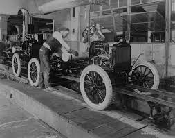 Ford T linea de ensamblaje 1923